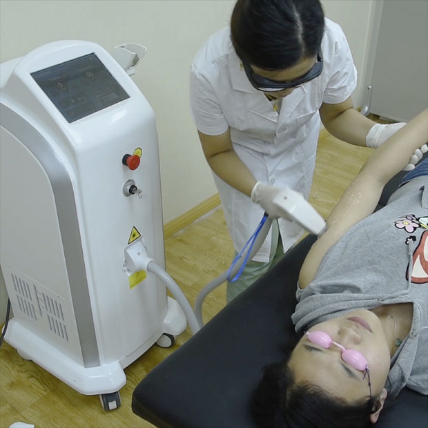 Soprano Laser Hair Removal Diode Laser/808 Diode Laser Machine pictures & photos