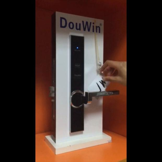 RFID Card Hotel Door Lock pictures & photos