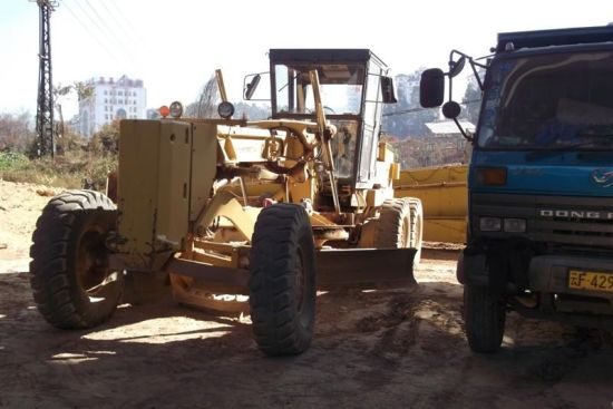 Komatsu Used Road Construction Grader Gd625 Motor Grader for Sale pictures & photos
