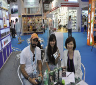 Customer with Shalley Xiong and Eva Xie-14