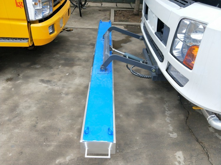 Airport Parking Lot Runway Sweeper Road Magnet Trucks for Sale