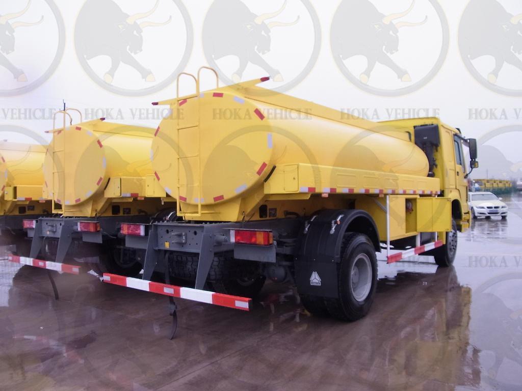 Sinotruk HOWO 4X4 10, 000L Fuel Tanker Truck