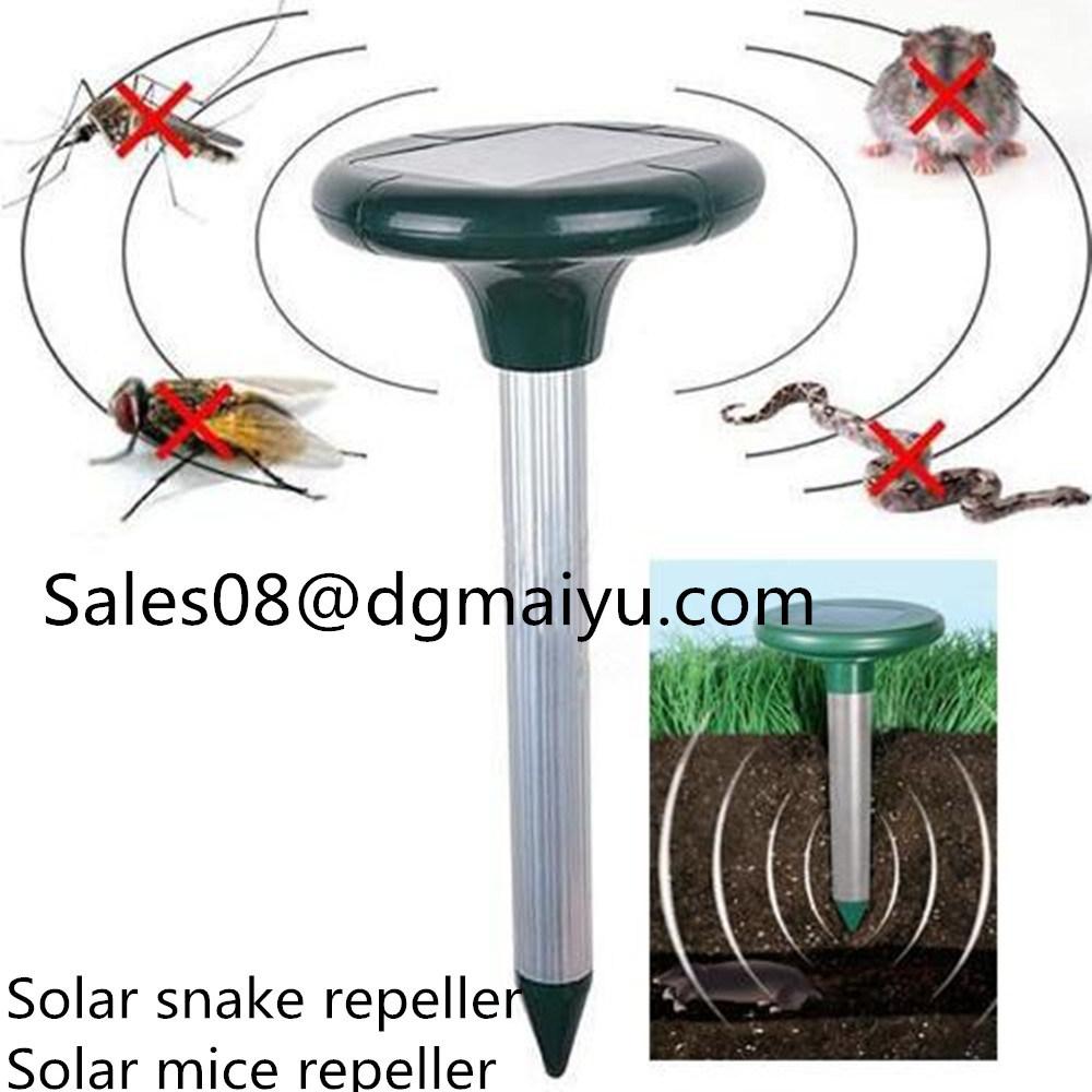 Solar Ultrasonic Pest Repeller Outdoor Snake / Mice Repeller