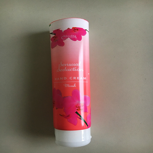 China Pbl Cosmetic Soft Tube Flip Top Cap