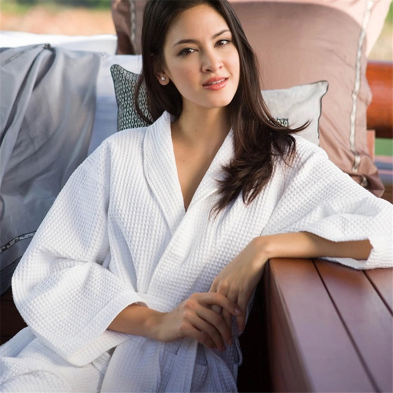 Average Size Stock Customized Logo Cheap Cotton Waffle Hotel Bath Robe (BA-001)