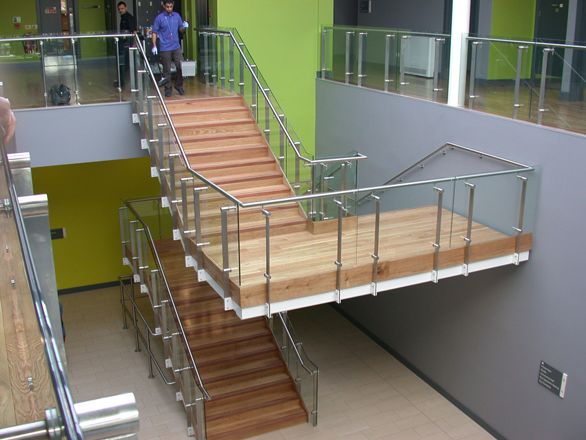 Side Mount Modern Stainless Steel Glass Balustrade/Glass Railing for Staircase