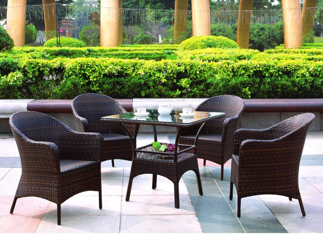 Outdoor wicker rattan dining glass chair outdoor dining for Restaurants with outdoor seating