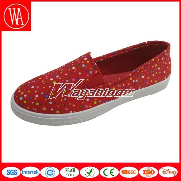 Summer Slip-on Flat Women Shoes in Leisure Style
