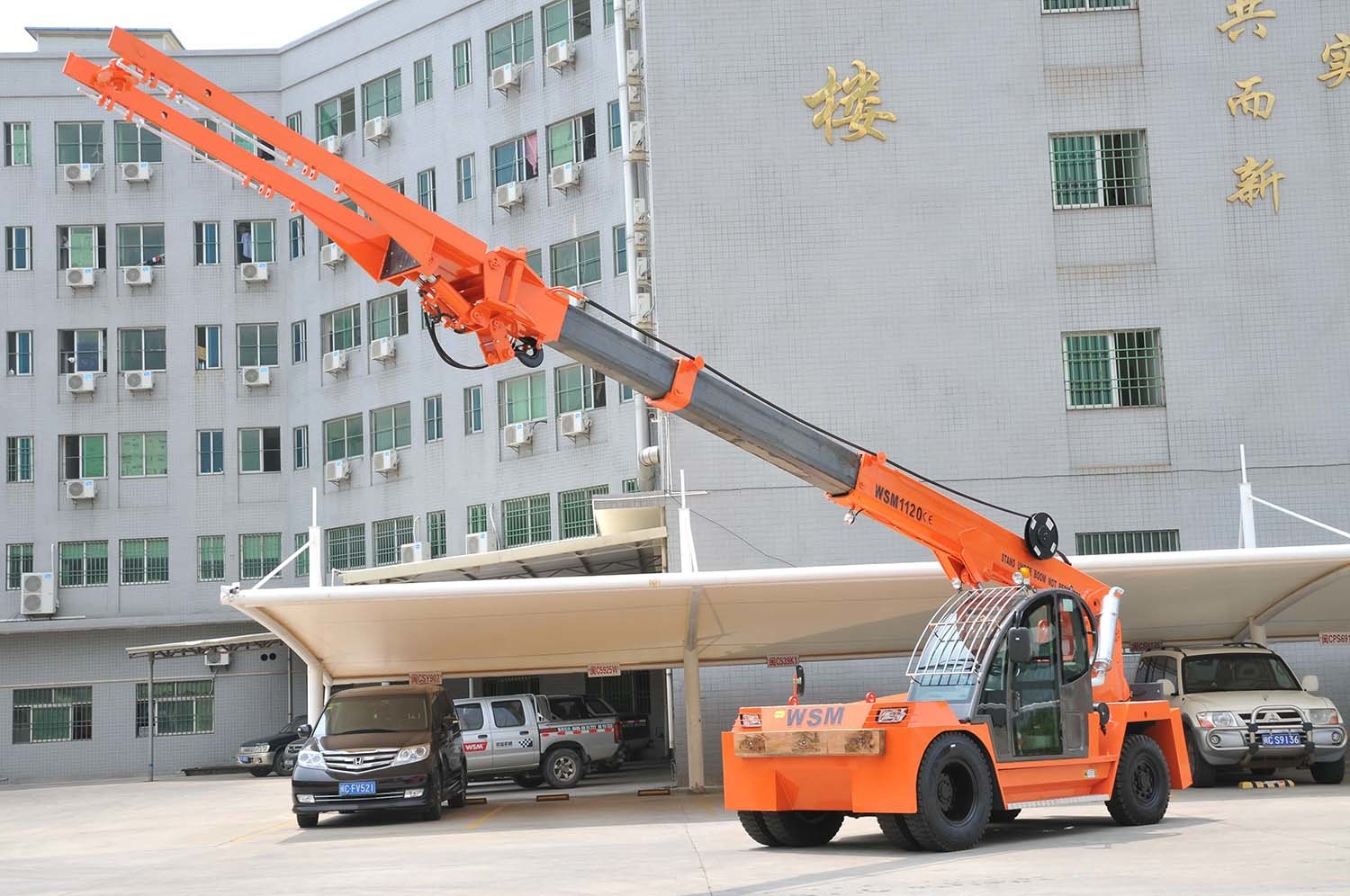 12 Tons Telescopic Boom Forklift Truck Crane with Ce