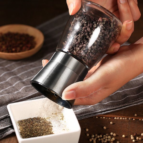 Hot Sell Hand-Operated Pepper Mill/Pepper Mill/Spice Pepper Grinder for Kitchenware