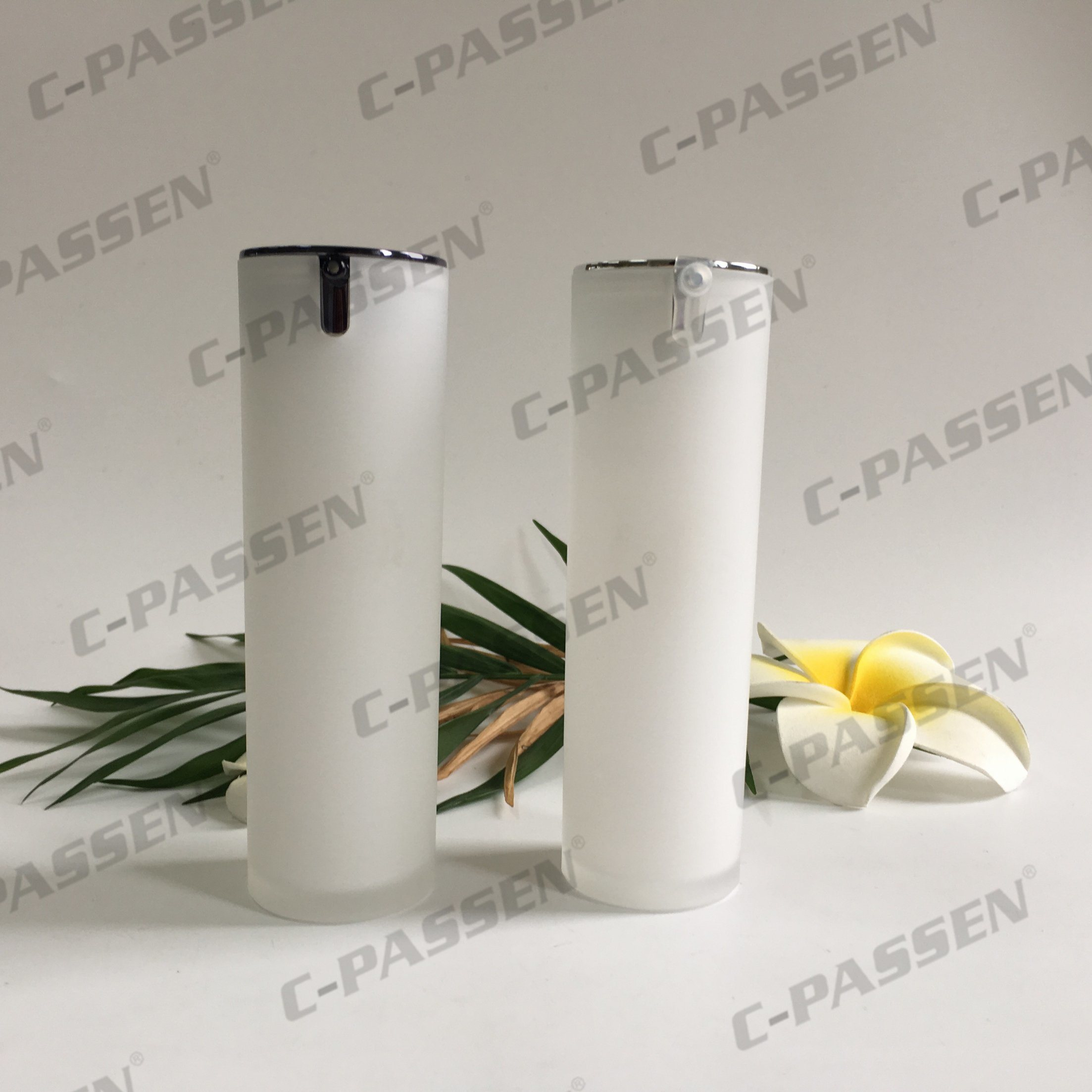 New Arrival Pearl White Cylinder Acrylic Airless Bottle for Cosmetic Packaging (PPC-AAB-037)