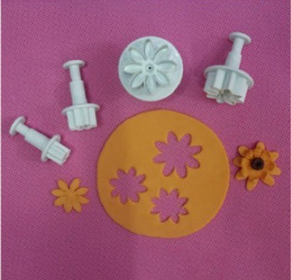 fondant daisy cutter