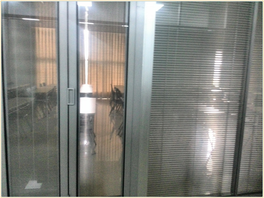 China aluminum frameless folding exterior frosted glass louver doors photos pictures made in for Exterior frameless glass doors