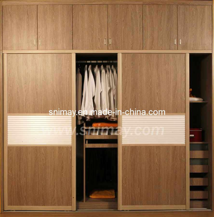 Bedroom Designs From Professionals In Hyderabad  C2NyYXBlLTEtRHBWSGVH: Bedroom Wardrobes: Bedroom Furniture Wardrobe