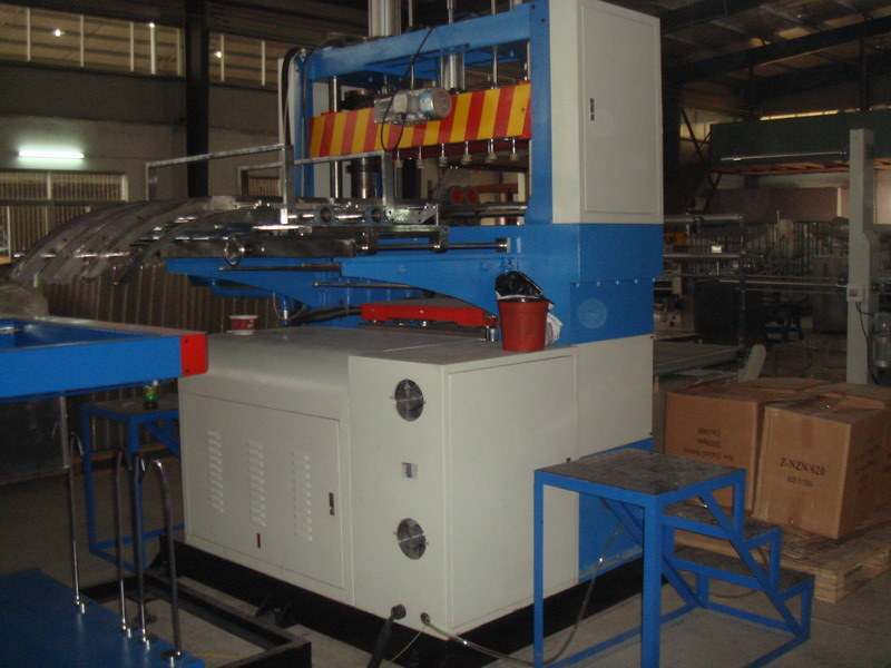 Vacuum Forming and Cutting Machine (XC-800/1200)