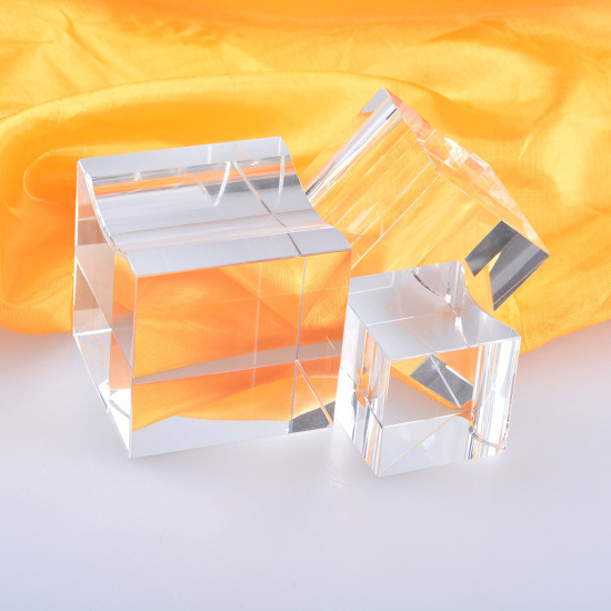 More Faceted Crystal Glass Diamond with Base for Table Home Decoration
