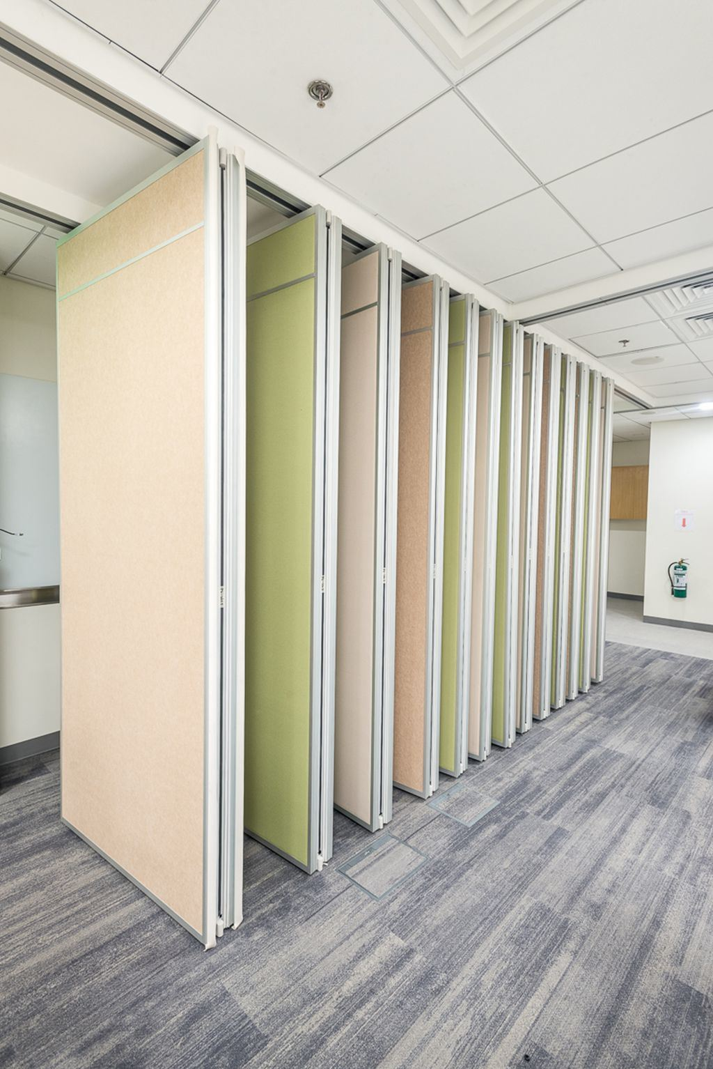Movable Partition Wall for Call Center