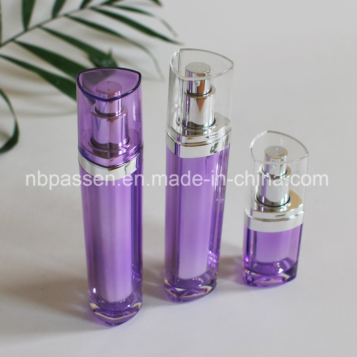 15/50ml Purple Acrylic Bottle with Lotion Pump for Cosmetics (PPC-NEW-093)