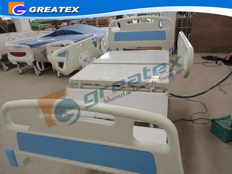 Electric Nursing Bed for Patient with PE Bed Board (GT-BE1003C)