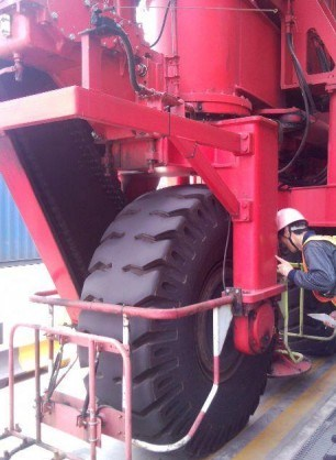 Rtg Tyre/ Tire for Port Machinery (21.00-25)