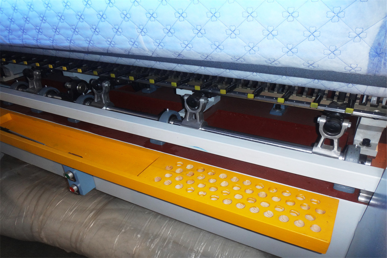 Yuxing Computer Lock Stitch (shuttle) Quilting Machine for Quilts