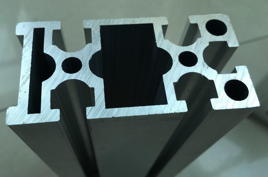 Sliver Anodized Aluminum/Aluminium Profile / Aluminum Extrusion