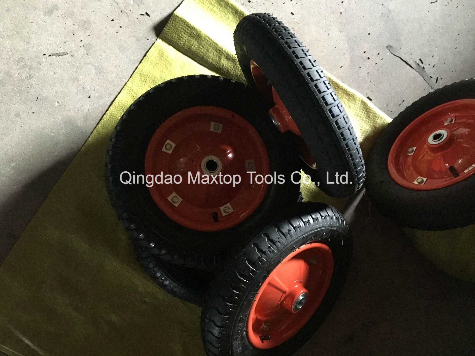 4.00-8 Maxtop Inflatable Rubber Wheel / Wheelbarrow Wheel