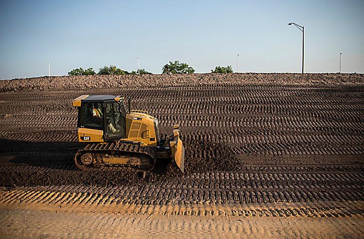 High Quality Bulldozer Construction Machinery Track Shoe for Komatsu D50