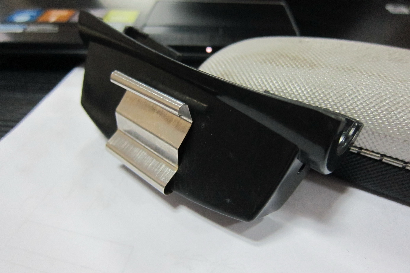 Auto Glasses Clip Car Glasses Hook Spring