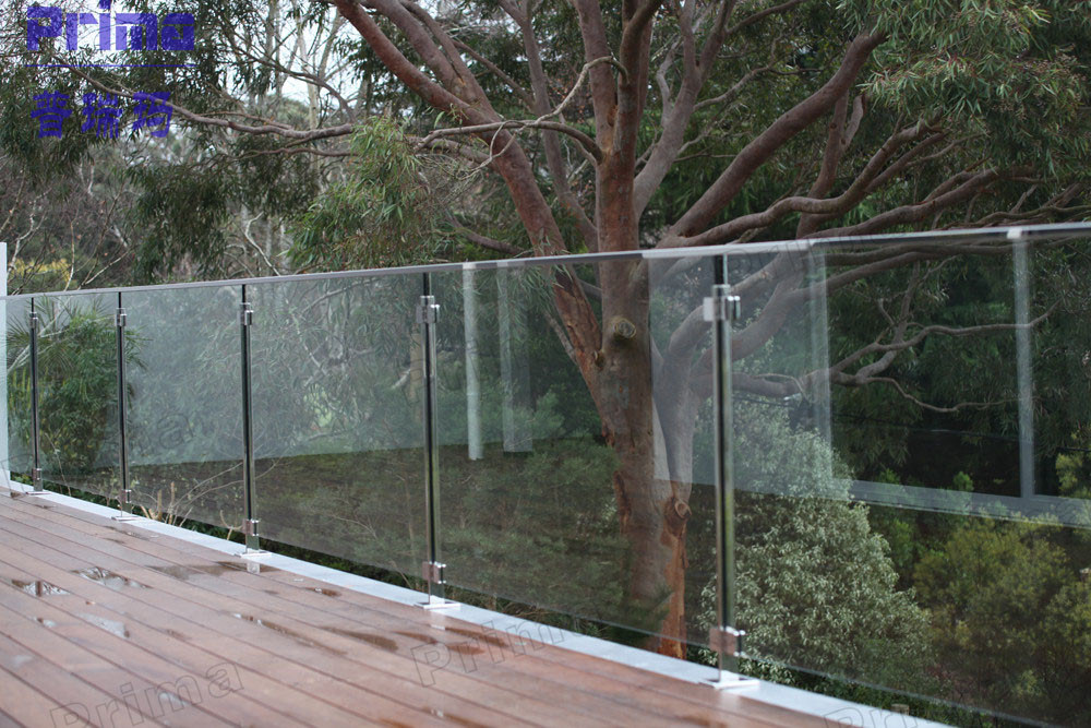 China frameless based u channel glass railing photos for Glass balcony railing
