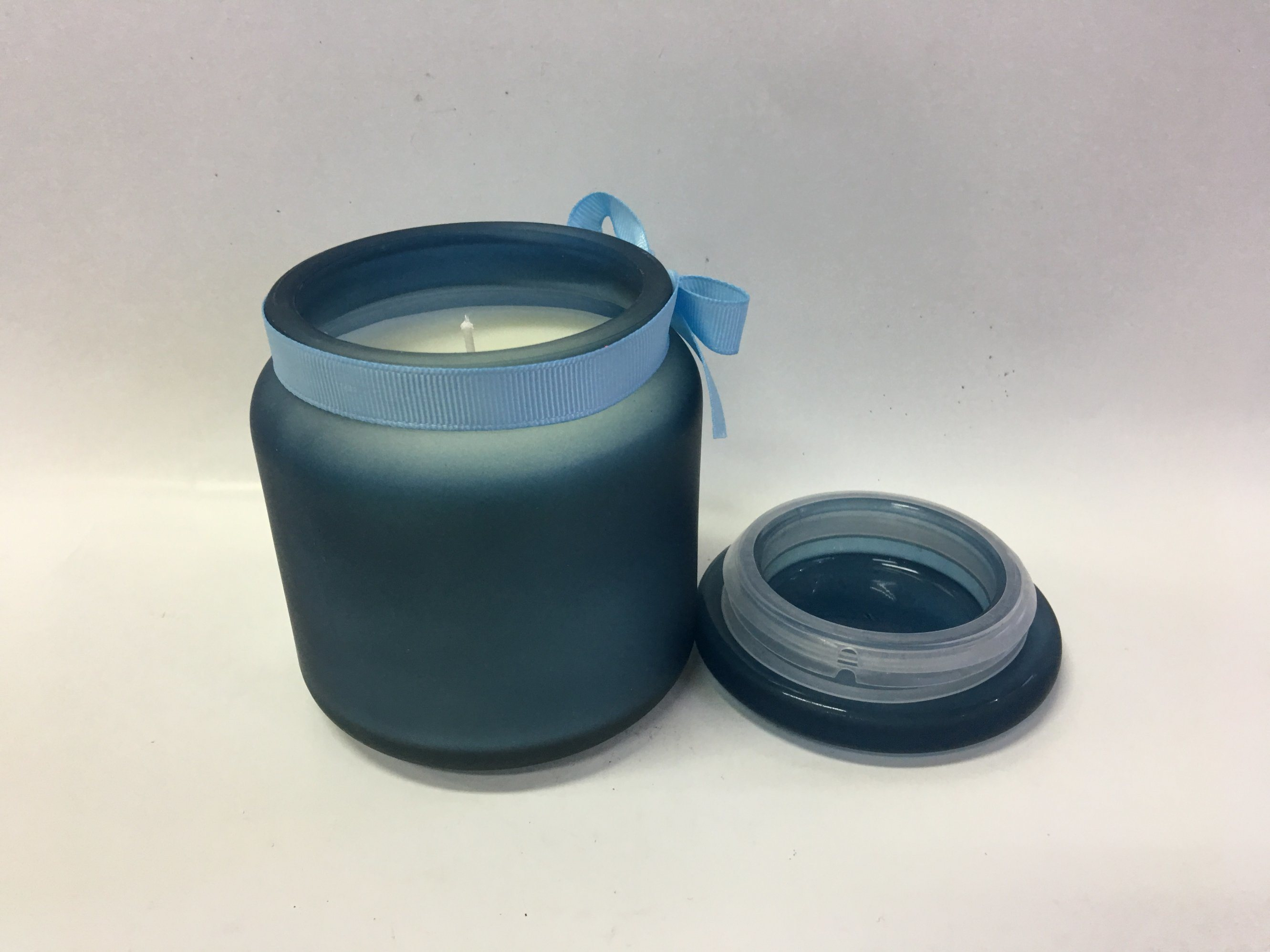 The Newest Scented Candle in The Customized Glass Jar with Silk Ribbon