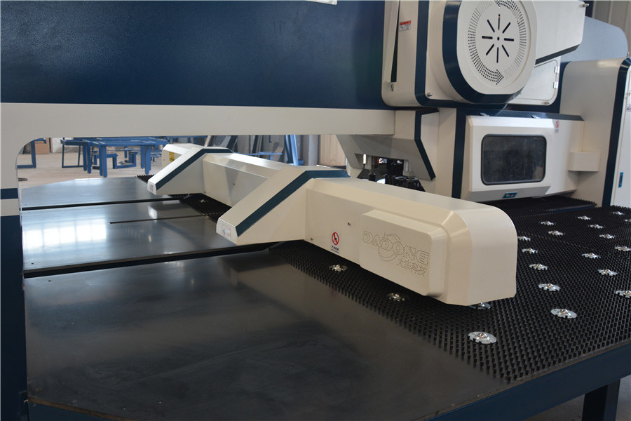 D-T30 16/24/32 CNC Turret Punching Machine with 2 Auto-Index