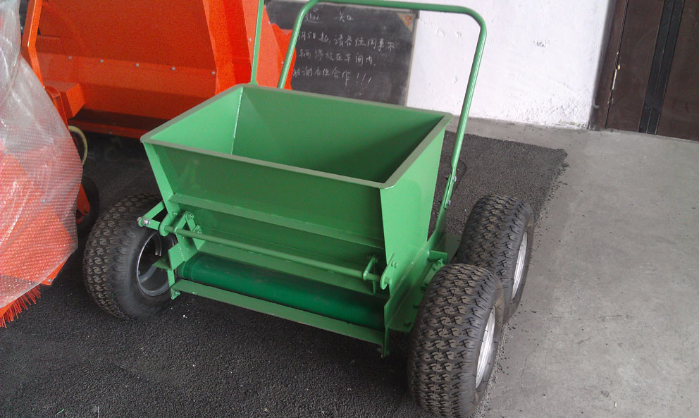 Manual Sand Spreader for Artificial Grass