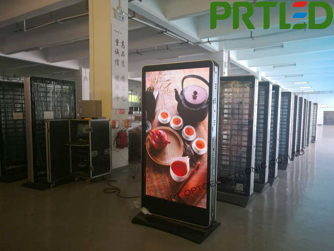Customized Outdoor Full Color LED Media Player Single-Sided/Double-Sided (P3, P4, P5)