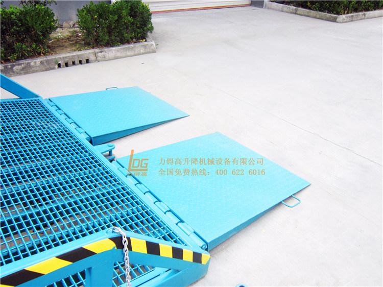 6 Ton Mobile Hydraulic Loading Ramp (DCQY6-0.8)