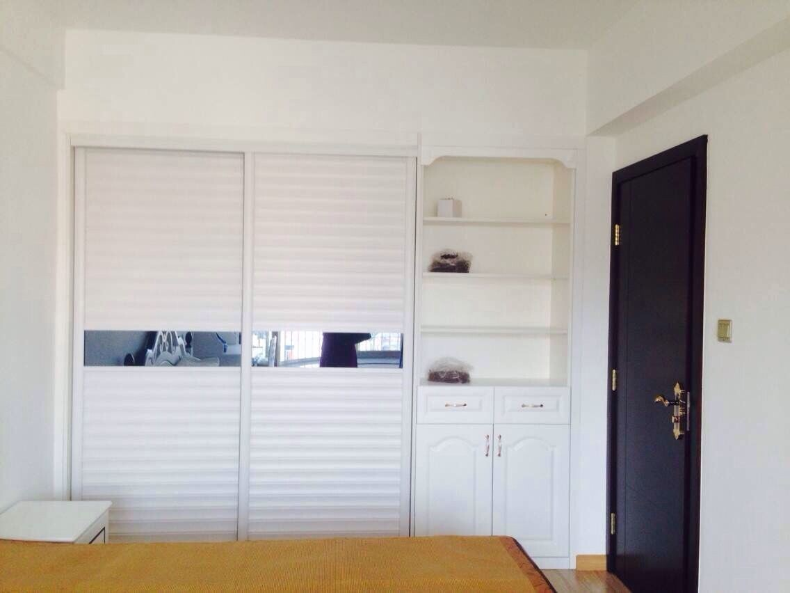 Guanjia Kitchen Living Room Wardrobe with Lacquring Sliding Doors Wd005