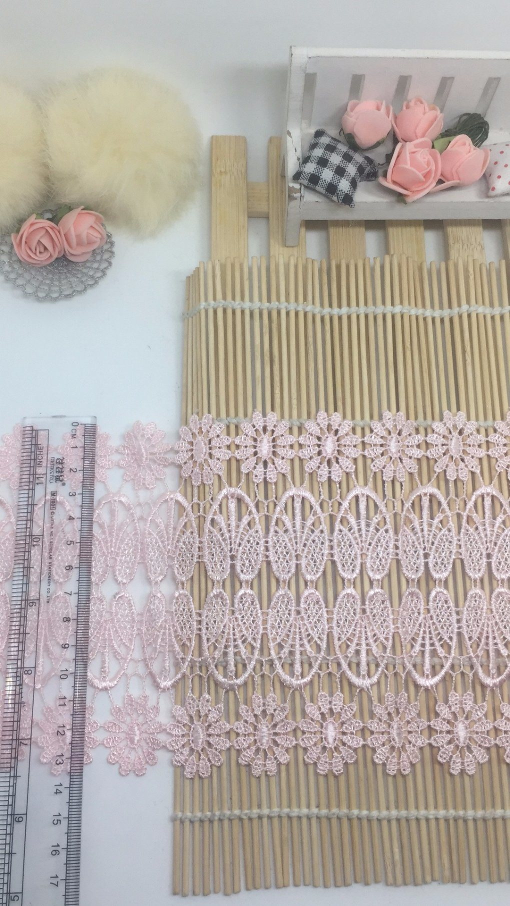 New Fashionable 13.5cm Width Factory Stock Wholesale Sunflower Embroidery Water Soluable Lace for Apparel Accessory & Scarves & Quilts & Comforters Decorations