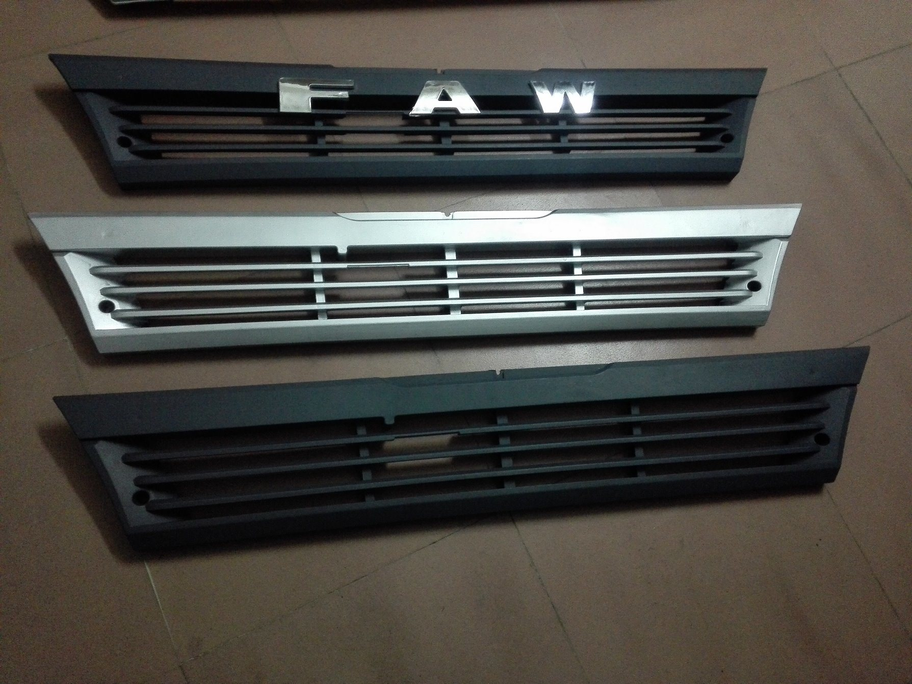 Front Lower Big Plastic Silver Gray Grille for Amw FAW Jiefang FM240