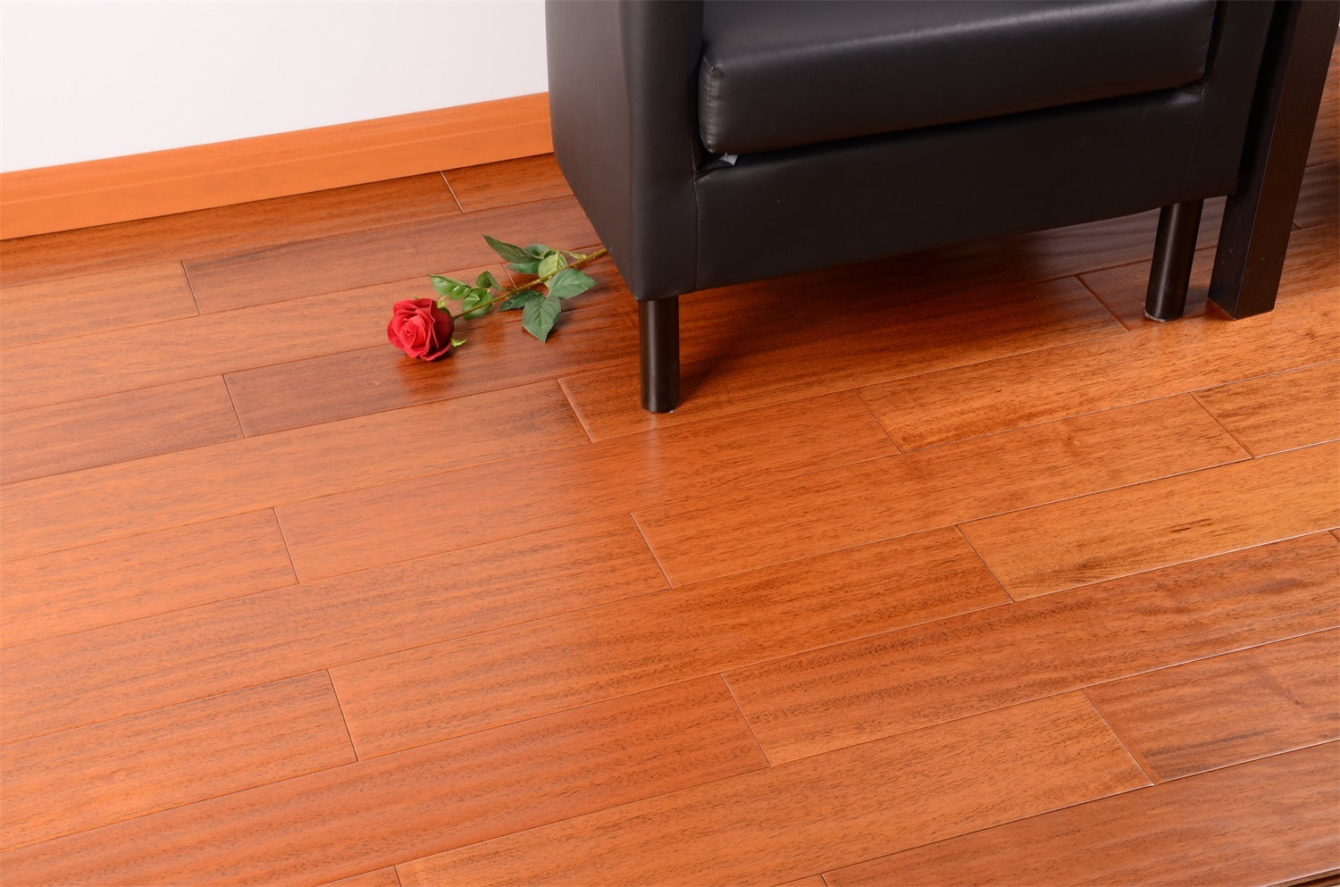 15mm Thickness Oak Solid Wood Flooring