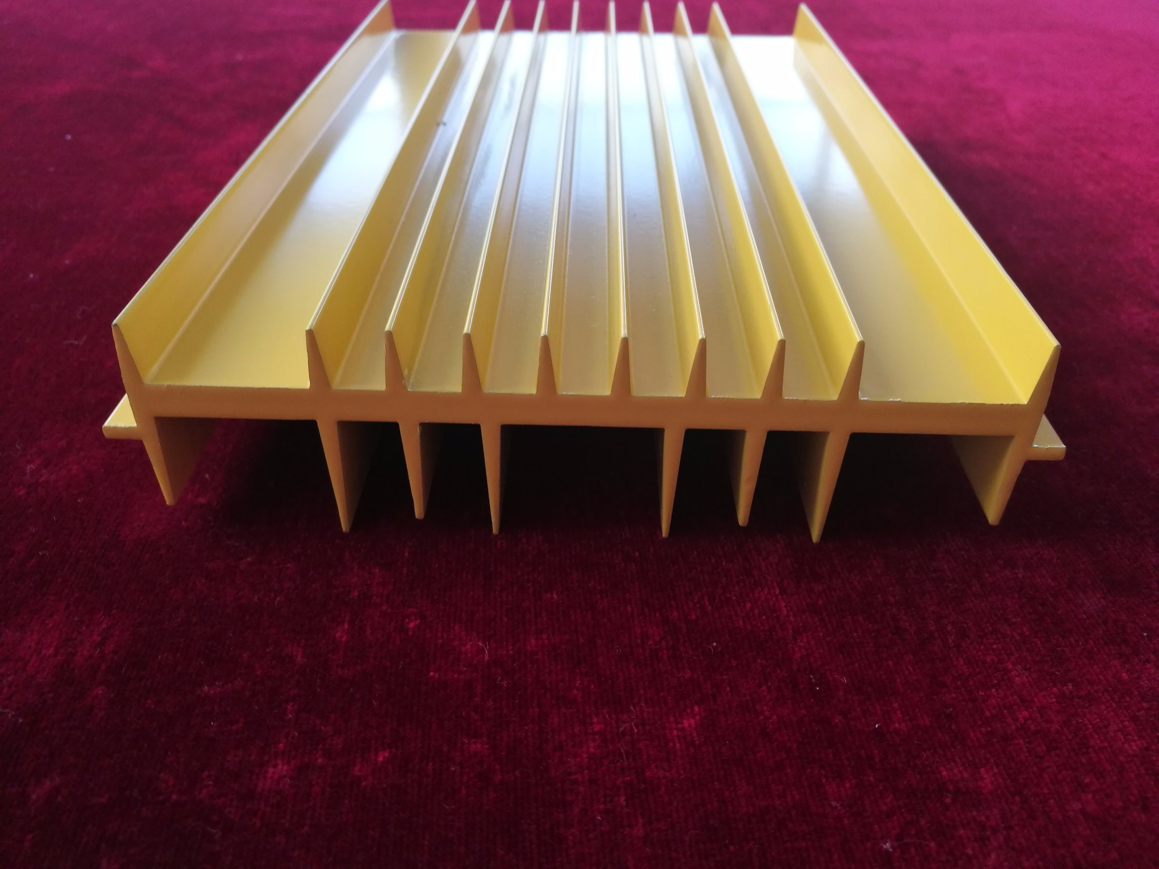 Powder Coated Yellow Aluminum Extrusion Profile