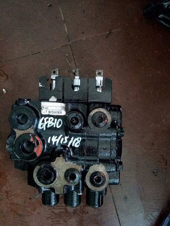 Toyota 6fbre15/18 Hydraulic Control Valve for Forklift