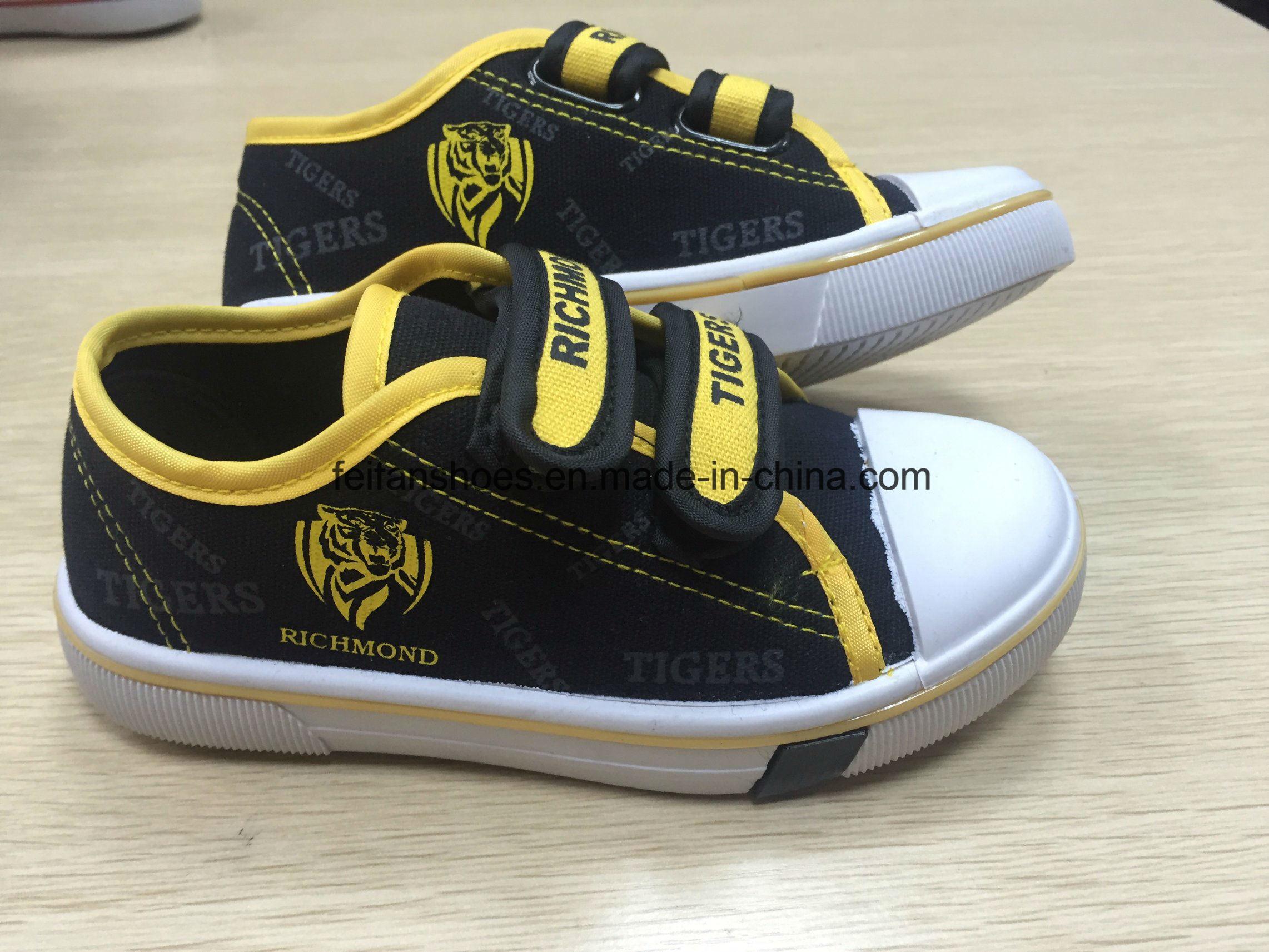 Children′s Injection Velcro  Canvas Shoes  Children Skate Shoes (HH17603)