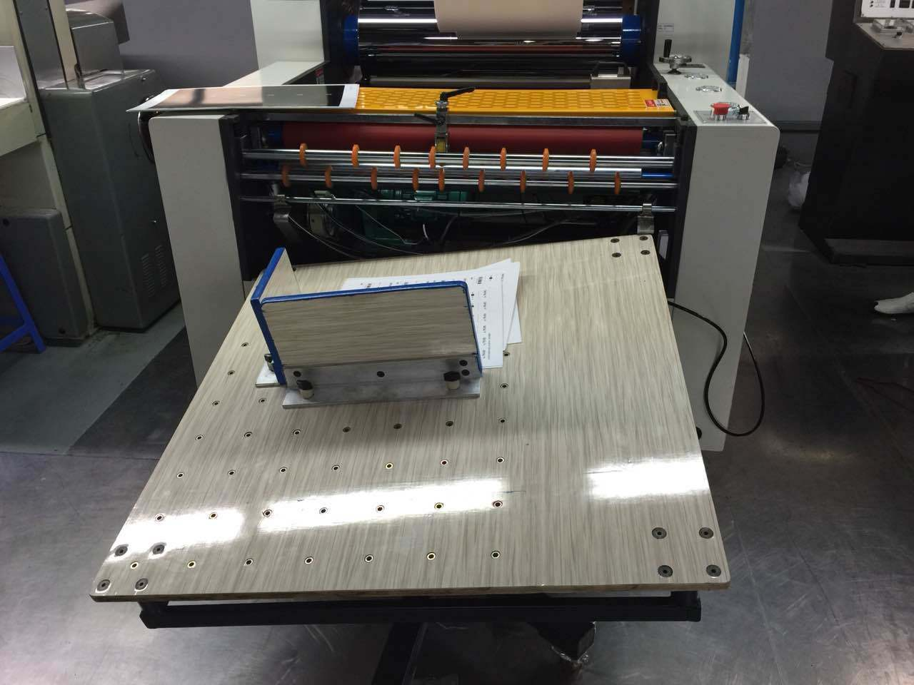 Glueless/ BOPP Hot Laminator Thermal Film Laminating Machine (Jiuhua)