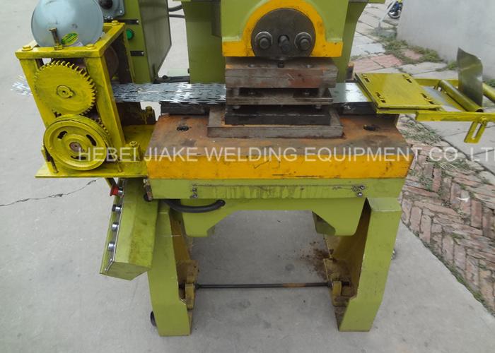 China Factory Concertina Razor Barbed Wire Making Machine