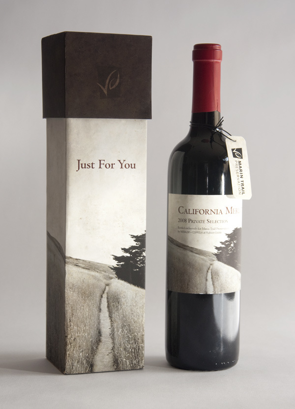 With one of the largest selections of wine bottle gift boxes and carriers, you'll find a wine bottle box or carrier for any occasion or gift. From a single bottle carrier up to a four bottle carrier, your presentation will not go unnoticed with our high quality bottle boxes and carriers.