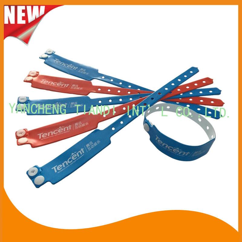 Custom Entertainment Vinyl Plastic Wristbands Bracelet Bands (E6060B2)