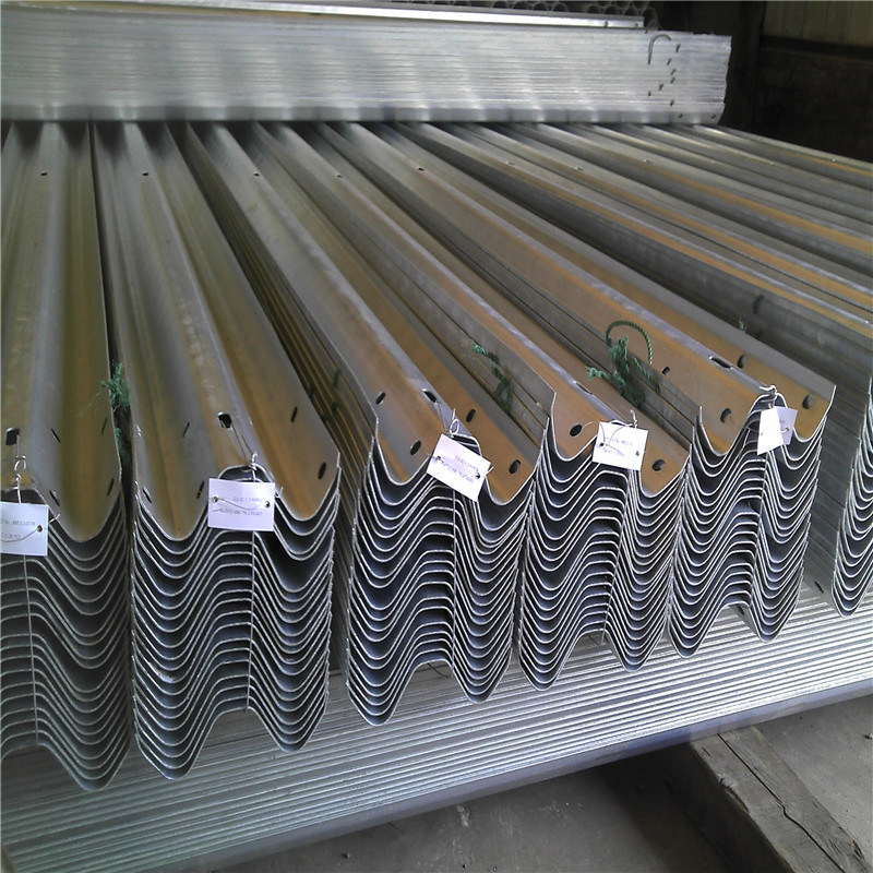 Hot DIP Galvanized Highway Guardrail Traffic Road Barrier for Traffic Safety