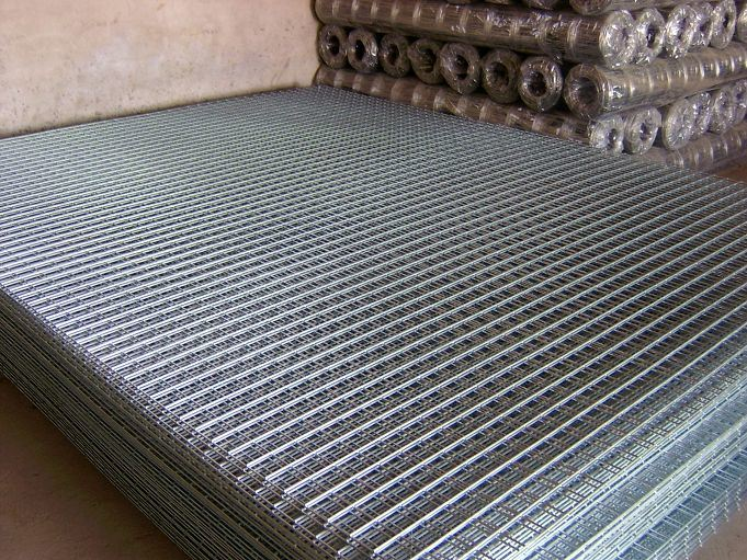 China Supplier of 2*2 Galvanized Welded Wire Mesh Panel
