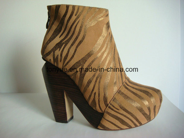 Lady Leather Thick Wooden Heel and High Platform Texture Upper Short Boot
