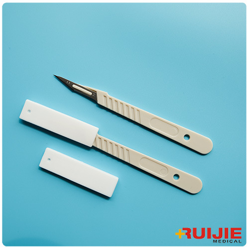 Surgical Scalpel with Plastic Handle (Carbon Steel)